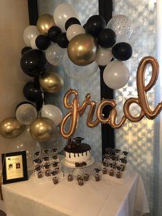 Graduation Party Desserts, Graduation Crafts, Outdoor Graduation Parties, Graduation Party Centerpieces, Grad Party Decorations, Graduation Party Planning, College Graduation Parties, Cakes For Graduation, Graduation Ideas