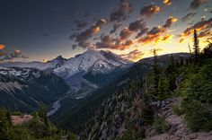 Sunset at Sunrise (by Aaron Eakin) Mount Rainier National Park, Travel And Leisure, Plan Your Trip, Cool Photos, Interesting Photos, Mother Nature, Amazing Photography, Travel Destinations, Sunrise