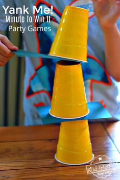10 Awesome Minute to Win It Thanksgiving Games for Kids to Play - *Games To Play: Kid Friendly Things To Do - Party Fall Party Games, Fall Games, Outdoor Party Games, Kitty Party Games, Teen Party Games, Outdoor Games For Kids, Christmas Party Games, Indoor Games For Teenagers, Xmas Games