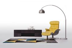 WILKIE - Fauteuil inclinable en cuir. Son pouf assorti est également offert en trois couleurs branchées. / Leather recliner. Superior comfort, matching ottoman also comes in three trendy hues.