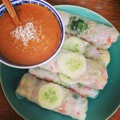 Recept: Springrolls the luxe Other Recipes, Veggie Recipes, Vegan Diner, Onigirazu, Whole Foods Vegan, Sushi, Healthy Snacks, Healthy Recipes, Paleo