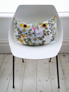 fabulous cat cushion by Modflowers