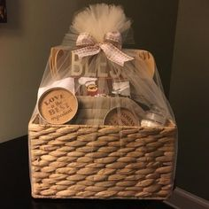What better way to welcome your friends, family and customers into there new home then by sending them a beautiful gift basket straight to there front door? Baby Gift Hampers, Baby Hamper, Baby Baskets, Large Baskets, Housewarming Gift Baskets, Wine Gift Baskets, Wedding Gift Baskets, Basket Gift, Creative Gift Baskets