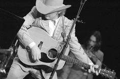 Interview - Dwight Yoakam Gave Me the History of Country Rock in Los Angeles   NOISEY