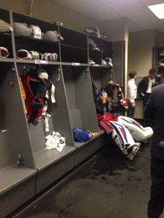 Henrik Lundqvist after losing in Game 5 in the Stanley Cup Finals [June Heartbreaking image. Rangers Hockey, Hockey Goalie, Hockey Mom, Hockey Stuff, Hockey Party, Sports Party, Stanley Cup Playoffs, Stanley Cup Finals, Hockey Cakes