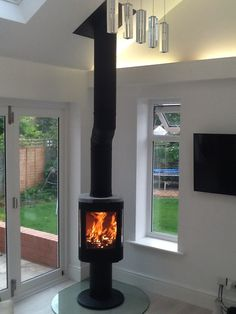 Hagley Stoves fitted this Contura stove and offset Poujoulat flue on a glass teardrop hearth Corner Wood Stove, Wood Burner Stove, Wood Burner Fireplace, Wood Pellet Stoves, Home Fireplace, Log Burner, Fireplace Ideas, Fireplaces, Contemporary Wood Burning Stoves