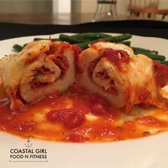 These pizza stuffed chicken breasts are sure to be a family and company favorite! Healthy and easy to make, they only require 4 ingredients! Chicken Roll Ups, Chicken Pizza, Stuffed Chicken, Chicken Pepperoni, Chicken Meals, Chicken Recipes, Acai Berry Weight Loss, Clean Eating Dinner, Best Diet Plan