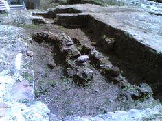 resti di fornaci medievali presso il Teatro Romano