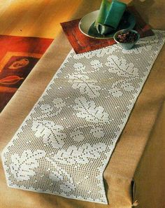 Risultati immagini per filet crochet table runner pattern Crochet Table Runner Pattern, Crochet Doily Patterns, Crochet Tablecloth, Thread Crochet, Crochet Designs, Crochet Doilies, Knit Crochet, Crochet Snowflakes, Filet Crochet Charts