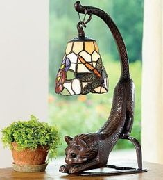 Stained Glass Cat Lovers Table Lamp - Wind and Weather Lustre Tiffany, Tiffany Lamps, Stained Glass Lamps, Leaded Glass, Cat Lamp, Creepy Cat, Cat Decor, Crazy Cats, Lamp Light