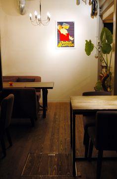 ラフな質感を活かしたカフェのコーディネート