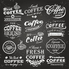 Коллекция эскизов кафе, этикетки и типографики дизайн на фоне доске — стоковая…