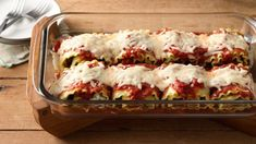 Make-Ahead Meat-Lovers' Lasagna Roll-Ups Make a large batch of these meaty and cheesy lasagna rolls, and freeze them to help make quick dinners on busy days. Get a quick start by using Make-Ahead Seasoned Ground Beef and Sausage. Make Ahead Meals, Freezer Meals, Freezer Lasagna, Freezer Chicken, Italian Dishes, Italian Recipes, Lasagna Rolls, Roll Ups, Glass Baking Dish