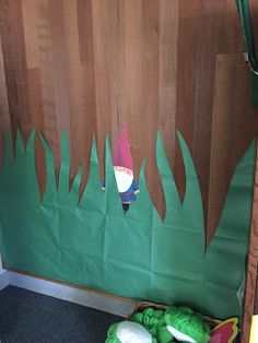 Welcome to Sarah's Teaching Points : Moving to First Grade Classroom Snapshots Forest Theme Classroom, Classroom Themes, Enchanted Forest Party, Enchanted Garden, Fair Theme, Library Themes, Kindergarten Themes, Woodland Theme, School Decorations