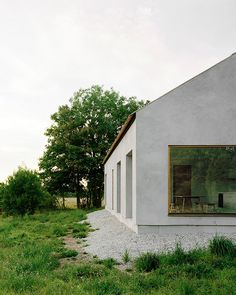 Stockholm based architecture practice Etat Arkitekter designed a vacation house for a family of four, located south of Visby on the island Gotland.