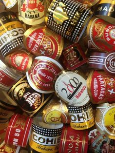 Cuban Cigar Bands (Vitolas: Ring-shaped paper girdle that is placed on cigars to indicate its characteristics and the brand or distinctive of the manufacturer. Good Cigars, Cigars And Whiskey, Cuban Cigars, Cigar Humidor, Cigar Boxes, Cigar Shops, Cigar Art, Cigar Accessories, Cigar Room