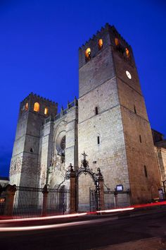 Catedral de Santa María de Sigüenza (Cathedral of Sigüenza, 1144-1326), seat of the bishop of Sigüenza, in Guadalajara, Spain. Romanesque and Gothic style.
