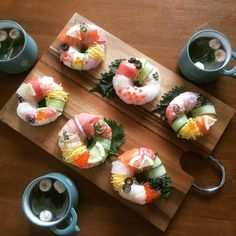 Sushi Donuts, Sushi Cake, Sushi Recipes, Asian Recipes, Healthy Recipes, Sushi Burger, Homemade Dumplings, Japanese Sushi, Eating Raw