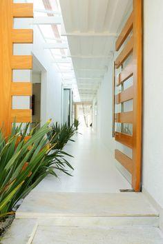 ANDRADE | SCROBACK---Architects---Entrance to Casa do Chapeau de Sol-Ubatuba-Brasil