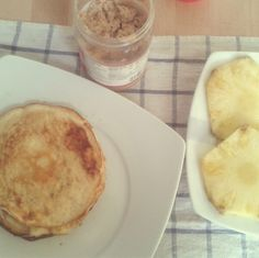 Pancake, fruit and homemade peanut butter. A full of good carbs, healthy fats and proteins. Waiting for afternoon workout