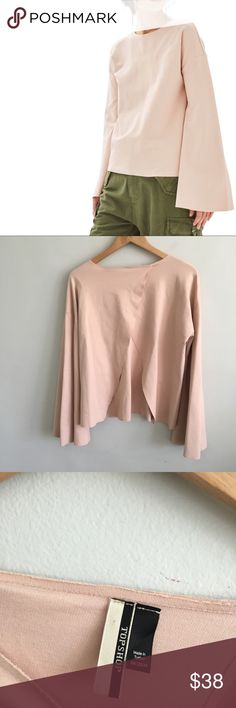 "TopShop Blush Split Back Bell Sleeve Knit Top Gently pre-loved with no rips or stains. Please see all pictures for an accurate description of condition. 68% viscose, 29% polymide, 3% elastane. Chest: 42"". Length: 24"". TopShop Womens Top Sz 8 Blush Split Back Bell Sleeve Knit Crew Neckline Topshop Tops Tees - Long Sleeve"