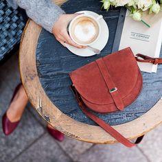 Café, Octave gris, Escarpins Arlette et Claude tomette...