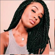 All styles of box braids to sublimate her hair afro On long box braids, everything is allowed! For fans of all kinds of buns, Afro braids in XXL bun bun work as well as the low glamorous bun Zoe Kravitz. Medium Size Braids, Short Box Braids, Two Braids, Lemonade Braids Hairstyles, Box Braids Hairstyles, Protective Hairstyles, Protective Styles, Hair Inspo, Hair Inspiration