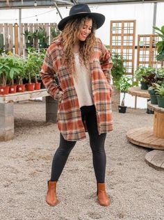 Oversized Flannel Outfits, Flannel Outfits Summer, Flannel Shirt Outfit, Cozy Fall Outfits, Fall Fashion Outfits, Spring Outfits, Cute Outfits, Fall Transition Outfits, Rustic Outfits