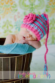 The Pixie Beanie in Bright Pink and Aqua por mamamegsyarnshoppe
