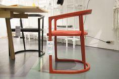 O design belga compareceu à Triennale na forma da cadeira Moon, design novíssimo de De Zetel & Stefan Schoning