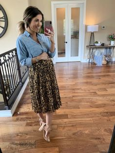 pregnancy outfits casual 848717492260471248 - Back to School Clothing Round-Up Source by livingmybeststyle Casual Maternity Outfits, Maternity Work Clothes, Stylish Maternity, Maternity Wear, Maternity Photos, Maternity Skirts, Maternity Styles, Maternity Swimwear, Maternity Looks