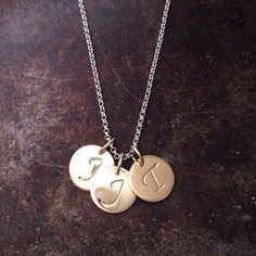 Initialer i gull - familiesmykke Name Jewelry, Dec 30, Scandinavian Design, Washer Necklace, Initials, Instagram Posts