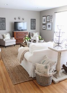 Beautiful neutral living room eclecticallyvintage.com
