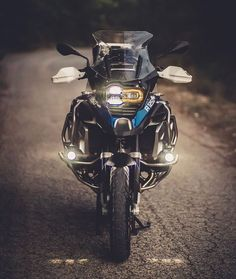 Bmw Adventure Bike, Gs 1200 Adventure, Bike Bmw, Moto Bike, Gs 1200 Bmw, Mahindra Thar, Super Bikes, Motocross, Animals Beautiful