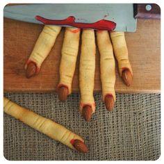 Estes lindos dedinhos de bruxa, que também podem ser confundidos facilmente com dedos de zumbi, vão deixar seu Halloween horripilante. Mas não se preocupe, apesar da aparência são deliciosos. Food Styling e Fotografia:...