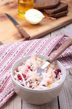 Квашенная капуста - одна из обязательных осенних заготовок, которые делают практически все. Квашенная капуста это кладезь витаминов, особенно так необходим