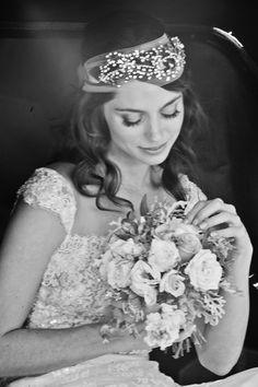 Noiva JULIANA SCHALCH com grinalda @graciellastarling beleza Puntuale vestido: Solaine Piccoli e bouquet Vanessa Oz