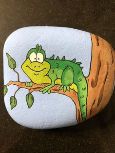amphibians and reptiles crafts for kids Canvas Painting Quotes, Pebble Painting, Pebble Art, Stone Painting, Dot Painting, Reptile Crafts, Les Reptiles, Amphibians, Art Rupestre