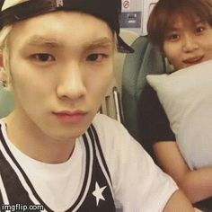 keke Key and Taemin are posing like some trolls keke and they have them creepy looks on their faces keke but UMMA AND BABY is cute~!! ^^ keke