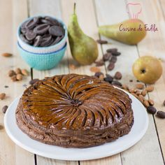 Galette des rois chocolat poire Christmas Desserts, Fun Desserts, New Years Eve Party, Holidays And Events, No Bake Cake, Bakery, Muffin, Food And Drink, Cooking