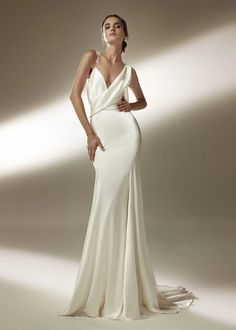 Pronovias Wedding Dress, Couture Wedding Gowns, Designer Wedding Gowns, Mermaid Dresses, Bridal Dresses, Most Beautiful Wedding Dresses, Sleek Wedding Dress, Elf Wedding Dress, Satin Mermaid Wedding Dress
