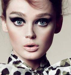 Vintage Makeup Look With Cat Eyes