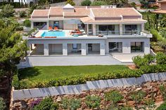 Beautiful-Luxurious-Villa-in-Mallorca-That-Fills-You-With-Desire-(2)