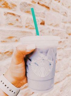 Starbucks Cup Art, How To Order Starbucks, Starbucks Coffee, Peach Aesthetic, Aesthetic Coffee, Aesthetic Food, Bebidas Do Starbucks, Starbucks Drinks, Fun Drinks