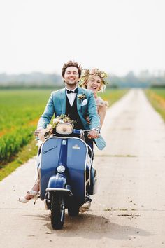 Bride and Groom on Scooter as a Grand Exit Idea. Photo by Ross Harvey. We love this blue Vespa scooter, especially when you put a few . Vespa Wedding, Wedding Cars, Spring Wedding, Dream Wedding, Wedding Blog, Boho Wedding, Wedding Planner, Vespa Vintage, Celebration Love