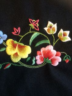 FINN – Gudbrandsdalen festdrakk Basic Embroidery Stitches, Embroidery Suits Design, Hand Work Embroidery, Simple Embroidery, Crewel Embroidery, Machine Embroidery Designs, Cushion Cover Designs, Embroidered Flowers, Flower Art