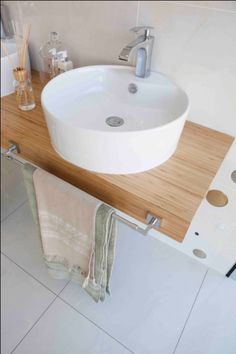 Wooden Basin Stands Create A Nature Inspired Bathroom