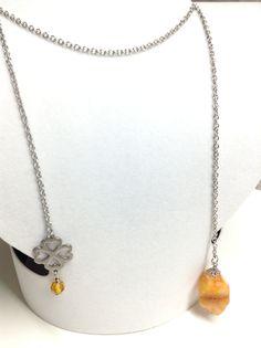 Collier #580 ( $25) Collier fait de quartz orange, de swarovski orange et d'un trefle a 4 feuilles en acier inoxydable le tout monté sur une chaîne d'acier inoxydable Collier de 36 pouces (90 cm). - Swarovski orange de 6 mm - Quartz orande de 15 mm X 25 mm - Trefle a 4 feuilles en inox de 16 mm X 20 mm Fait main