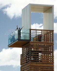 A Promenade Samuel-De Champlain, em Quebec, Canadá. Projeto do escritório Daoust Lestage. #arquitetura #arte #art #artlover #design #architecturelover #instagood #instacool #instadesign #instadaily #projetocompartilhar #shareproject #davidguerra #arquiteturadavidguerra #arquiteturaedesign #instabestu #decor #architect #criative #photo #decoracion #madeira #aconchego #wood #cozy #eliasrizo #mexico #quebec #canada #samueldechamplain