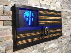 Thin Blue Line Punisher Police Flag Police Gift Rustic Challenge Coin Display, Challenge Coins, Police Flag, Leo Police, Wood Flag, Pallet Flag, Pallet Signs, Blue Line Police, Police Gifts